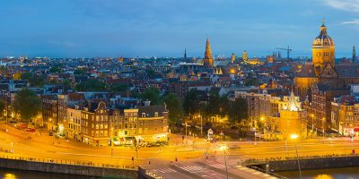 central-amsterdam-by-night-doing-business-in-amsterdam